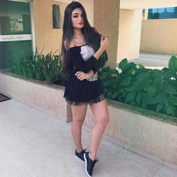 30 Outfits De Vestidos Con Tenis Para Un Look Casual Con Estilo Pretty Girl Dresses Sporty Dress Fashion