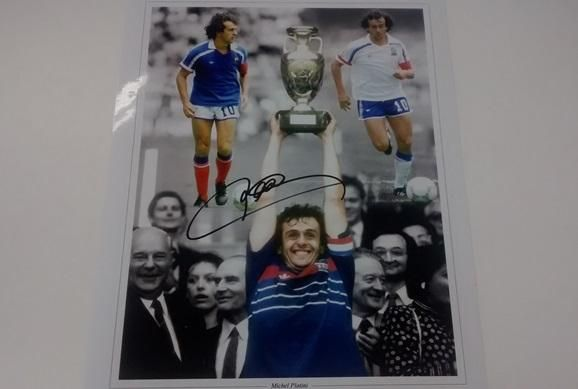 We have a signed Platini image to give away courtesy of @Sportsignings. RT & Follow @CampoRetro to enter prize draw http://t.co/NgoL5C1ind