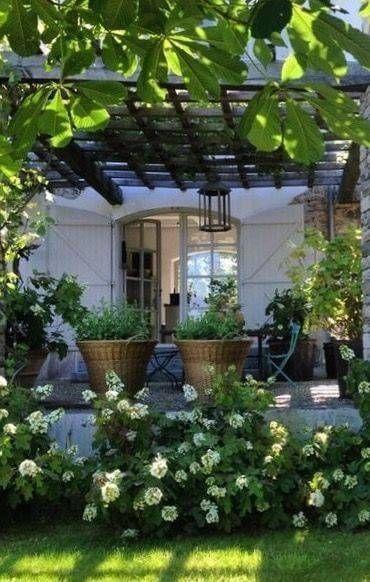 Photo of Romantisk terrasse med grønne planter – Diyydeko.club