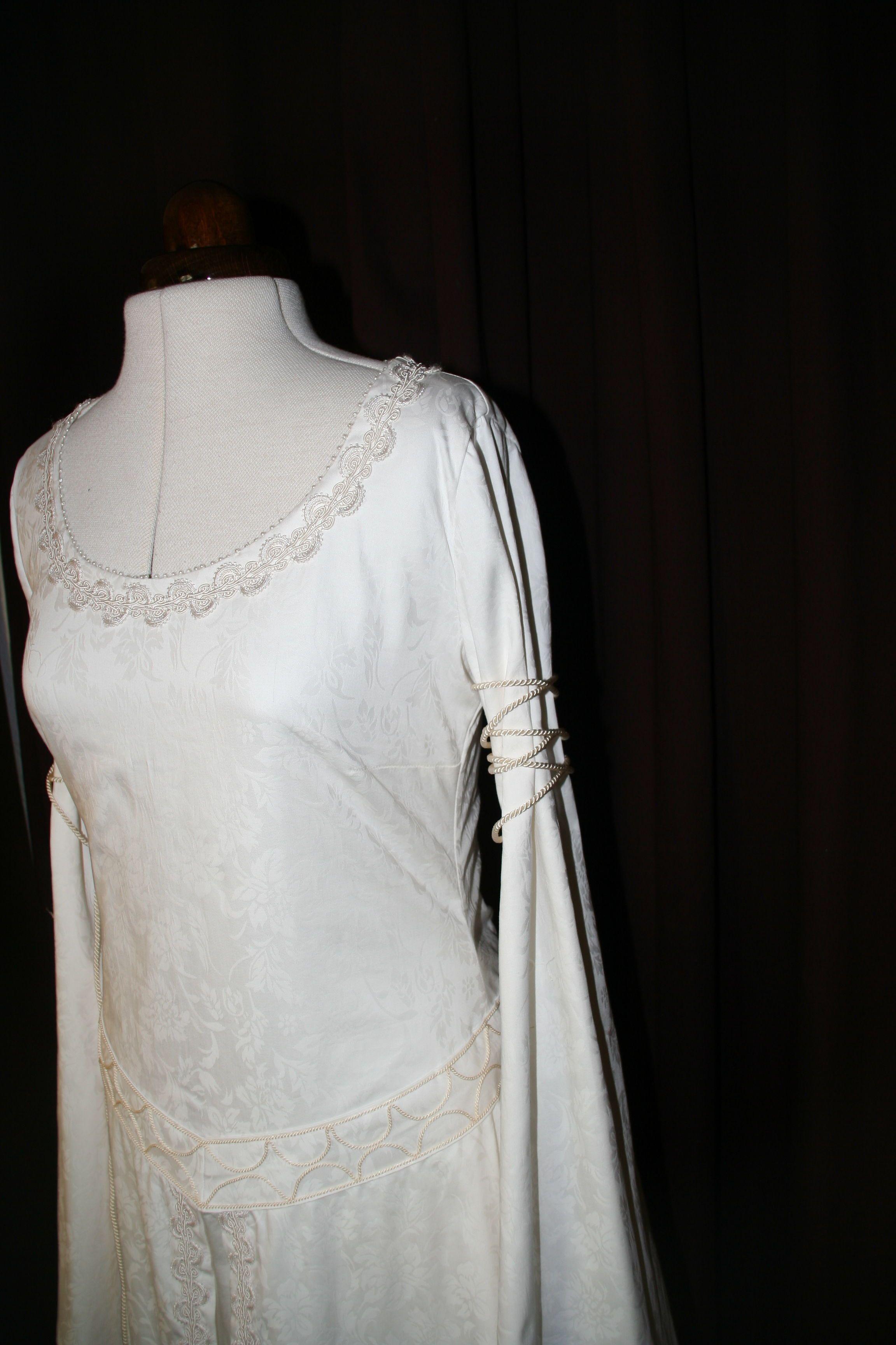 maßgeschneidertes brautkleid in 2020 | brautkleid, kleider