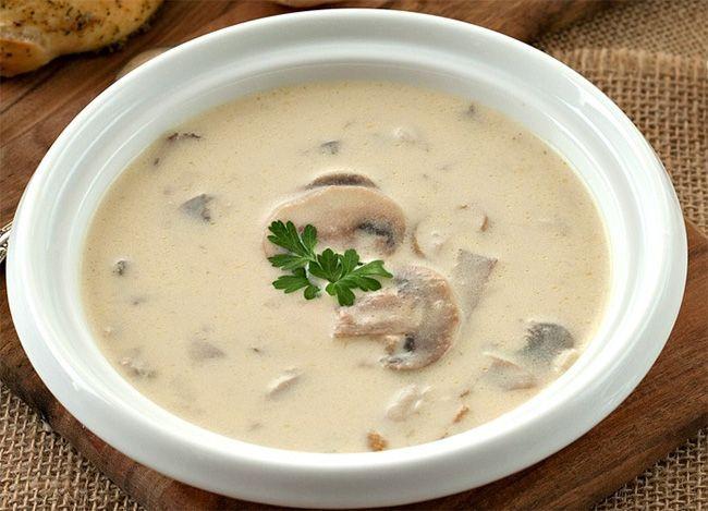 #champignons #léger #velouté Le plat idéal pour le soir devrait être léger et surtout facile et ...