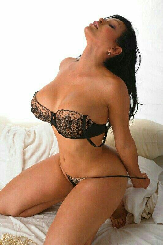 Sexy latina finger love