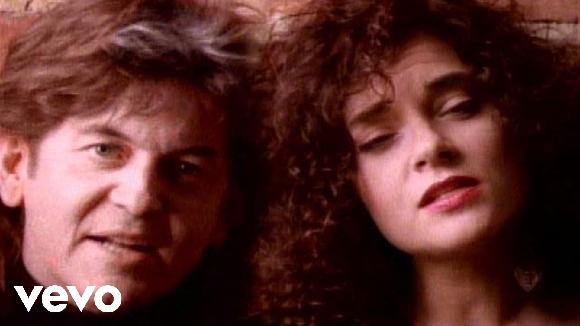 Rosanne Cash, Rodney Crowell - It's Such A Small World