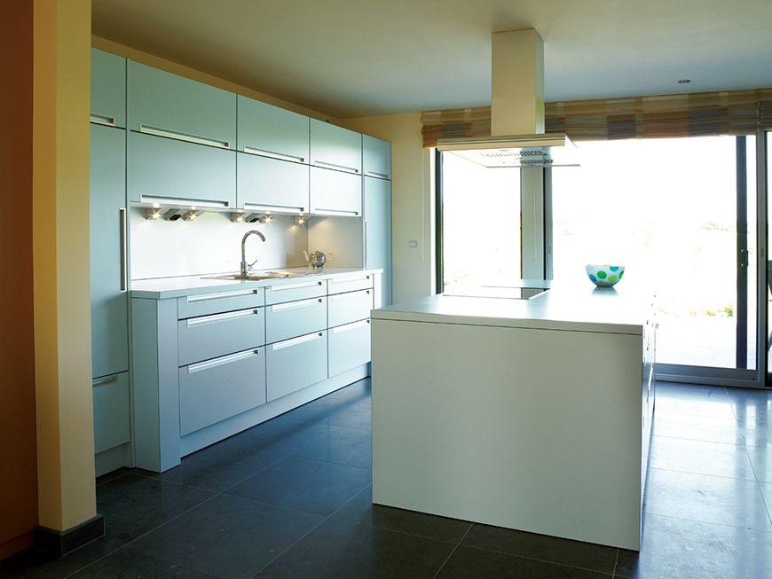 Keukenwand kastindeling raam keuken