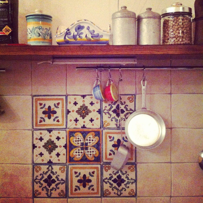 maioliche in cucina  design  Kitchen Design e Cutting Board