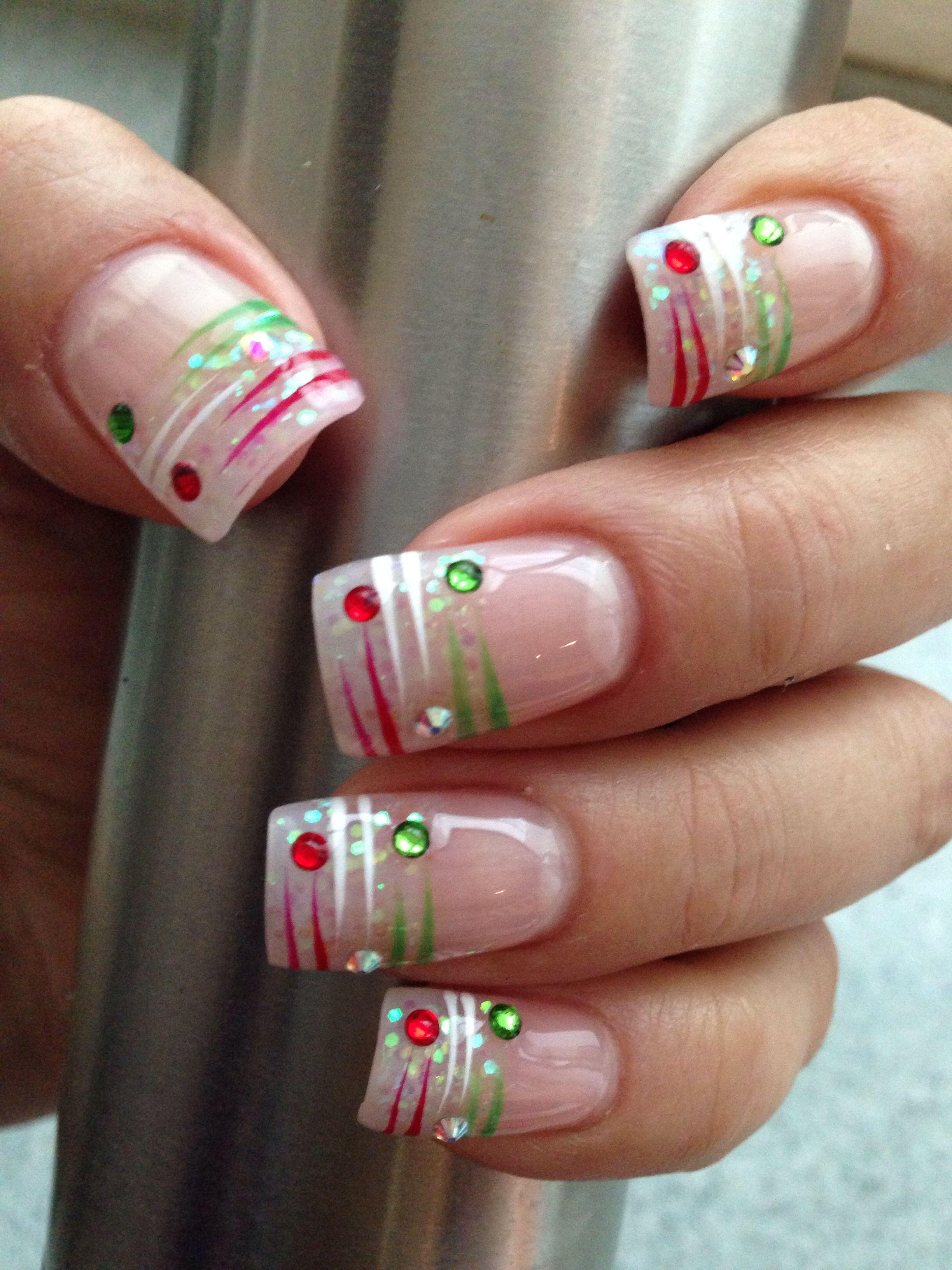Uñas decoradas con los colores de la bandera mexicana. Verde, blanco ...