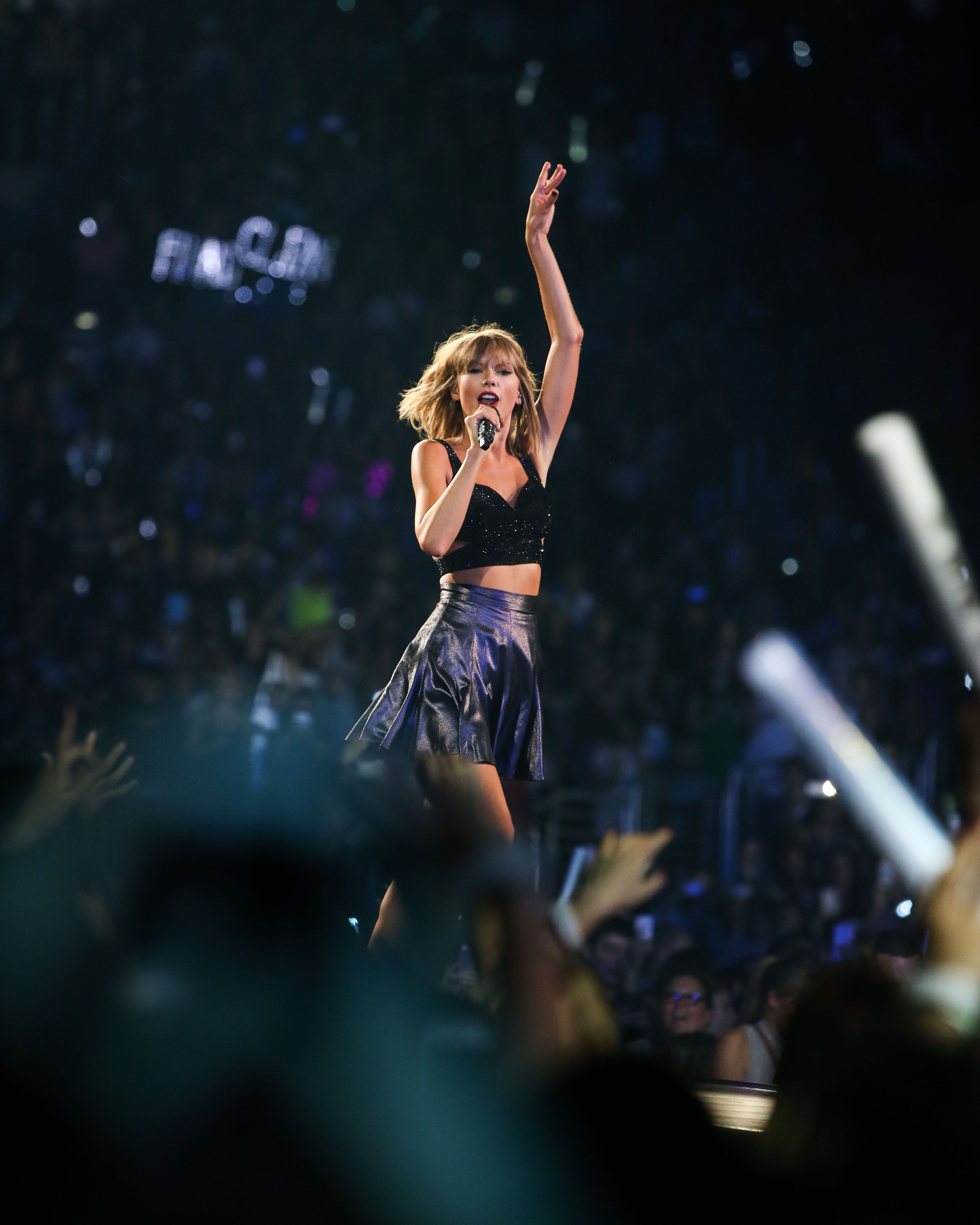 Taylor performing New Romantics during the 1989 World Tour in Los Angeles night one 8.21.15