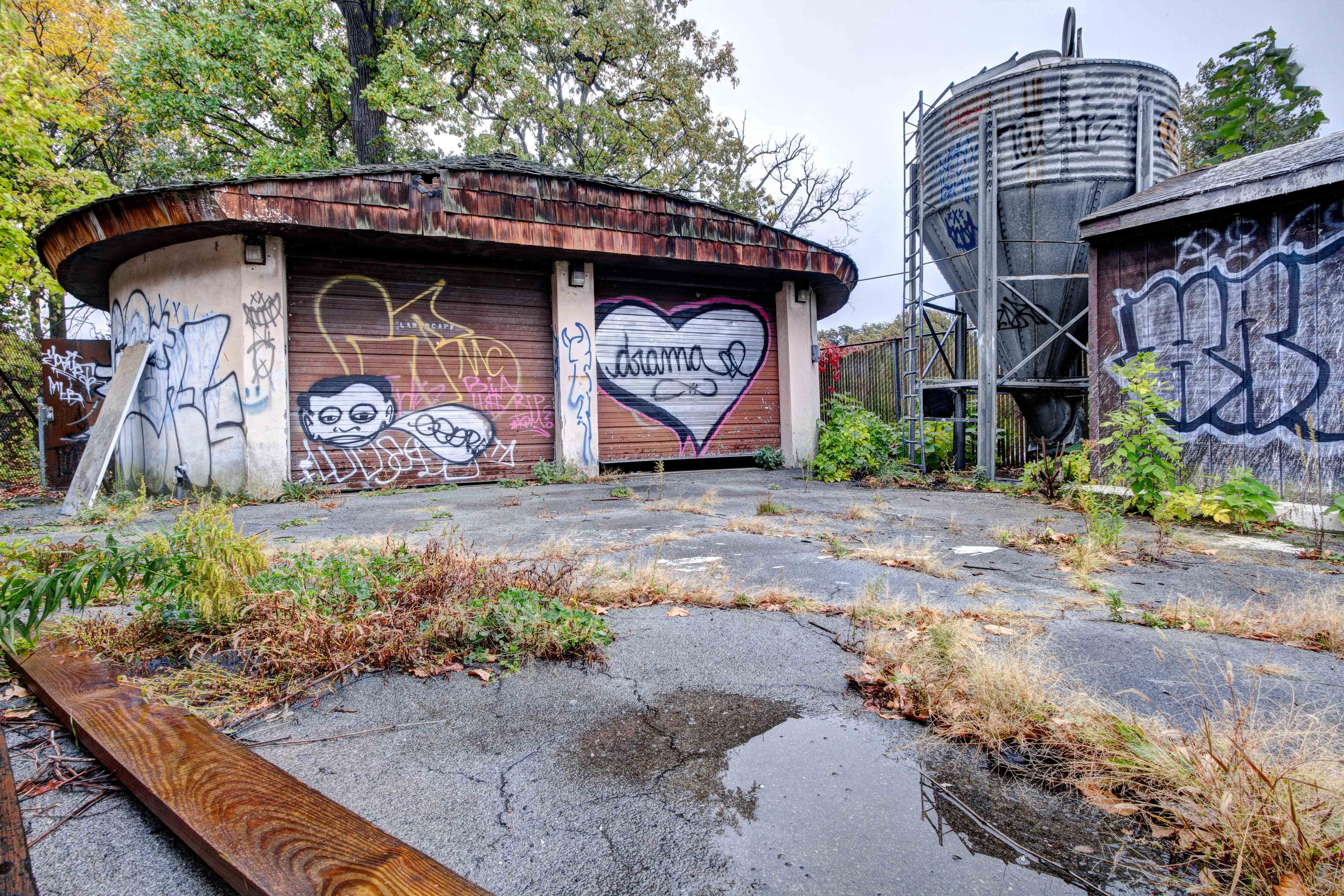 Abandoned Belle Isle Zoo in Detroit - marked up buildings