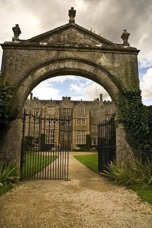 Castle Portal, Oxfordshire, England photo via megan by CreAlett