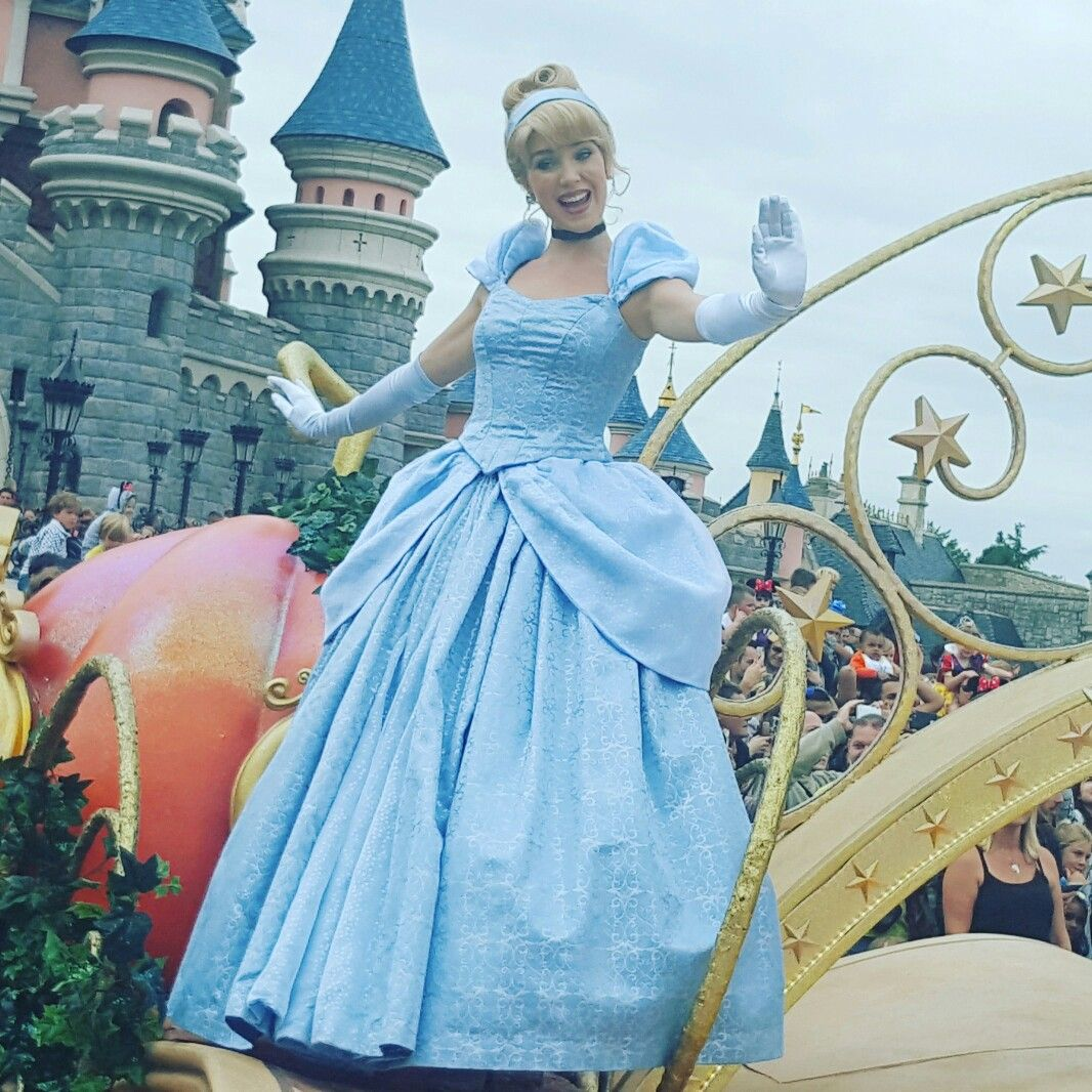 Cinderella in Disneyland Paris parade   princessness   Pinterest