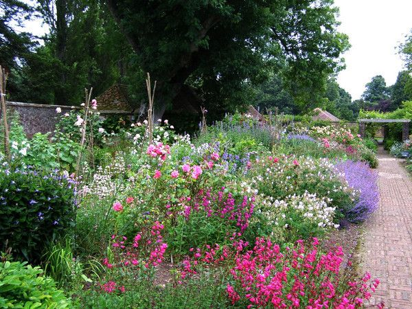 Barrington court gertrude jekyll provided planting plans vrt perennials for Gertrude jekyll gardens to visit