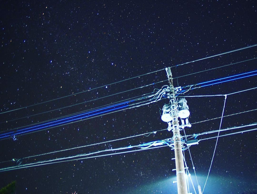 ぷー on instagram 4 cの夜空を見上げて 東京カメラ部 写真好きな人と繋がりたい 写真撮ってる人と繋がりたい ファインダー越しの私の世界 ファインダーは私のキャンパス カメラ男子 一眼レフ 写真部 instagram instagram posts utility pole
