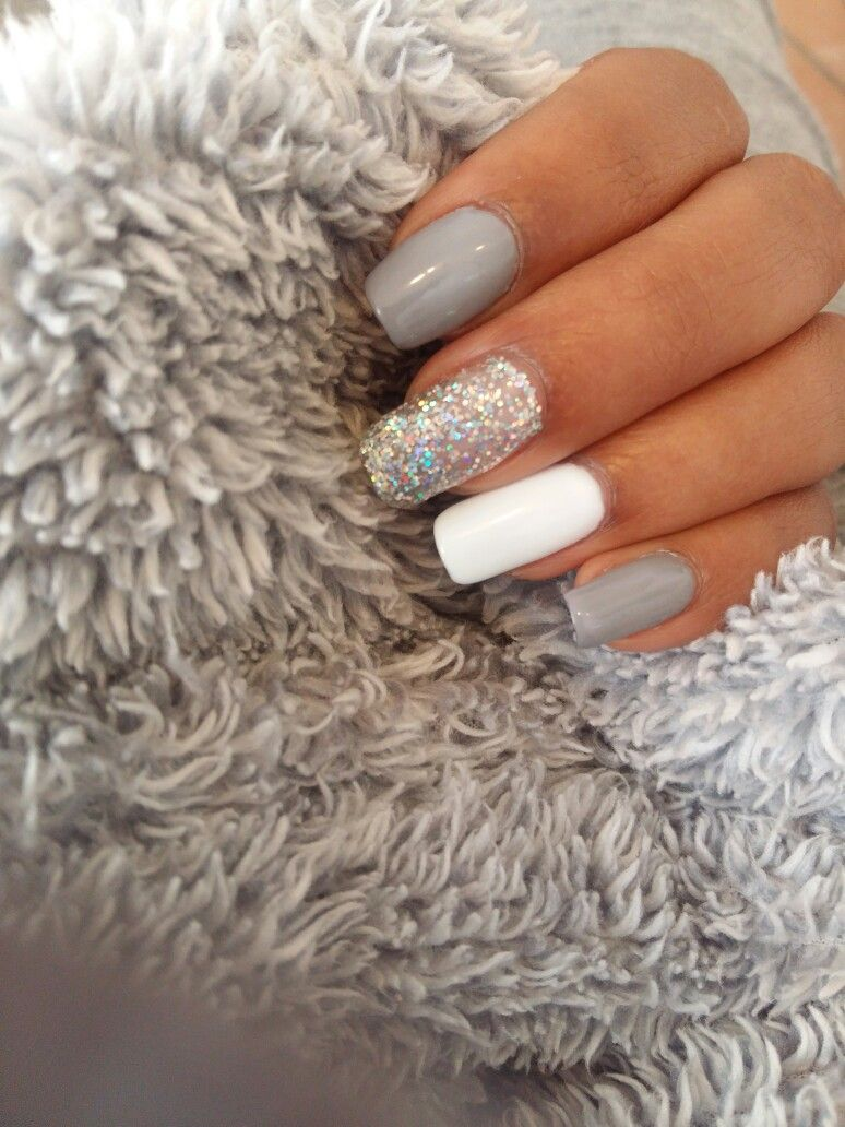Grey White And Silver Gel Nails White And Silver Nails Grey Gel Nails Homecoming Nails Acrylic