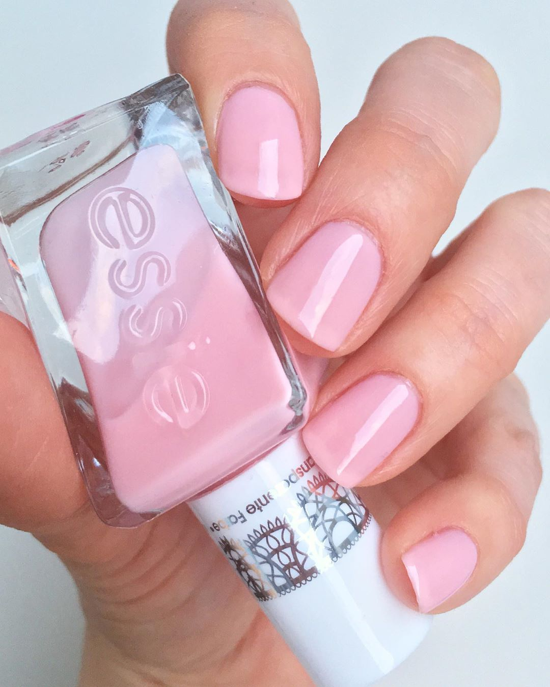 Thebeautysquares Emma Sanoo Instagramissa Essie Gel Couture Gossamer Garments From The Sheer Silhouettes Collection Essie Gel Couture Essie Gel Gel Couture