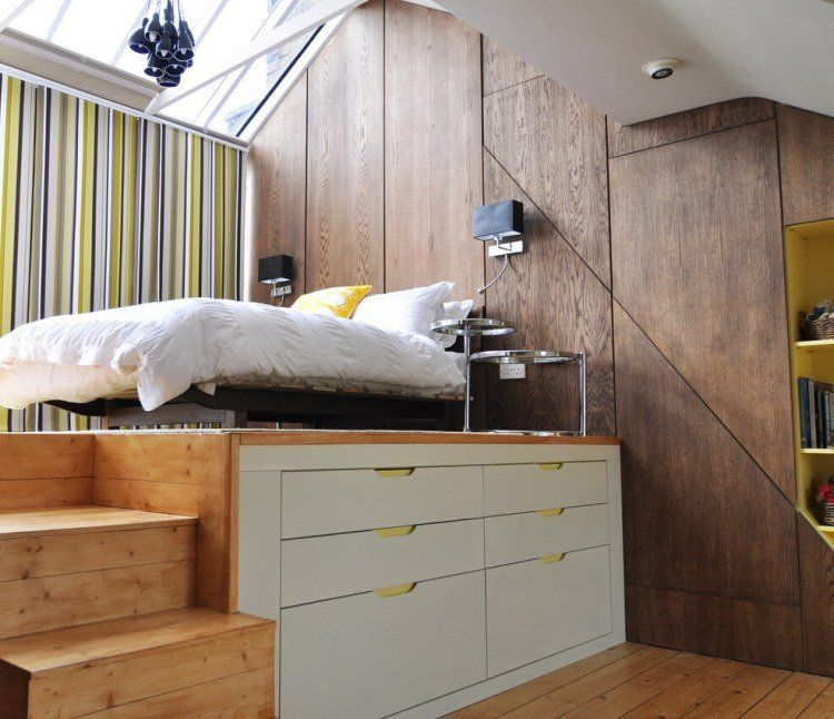chambre sous les combles avec lit surélevé, rangement et toit vitré