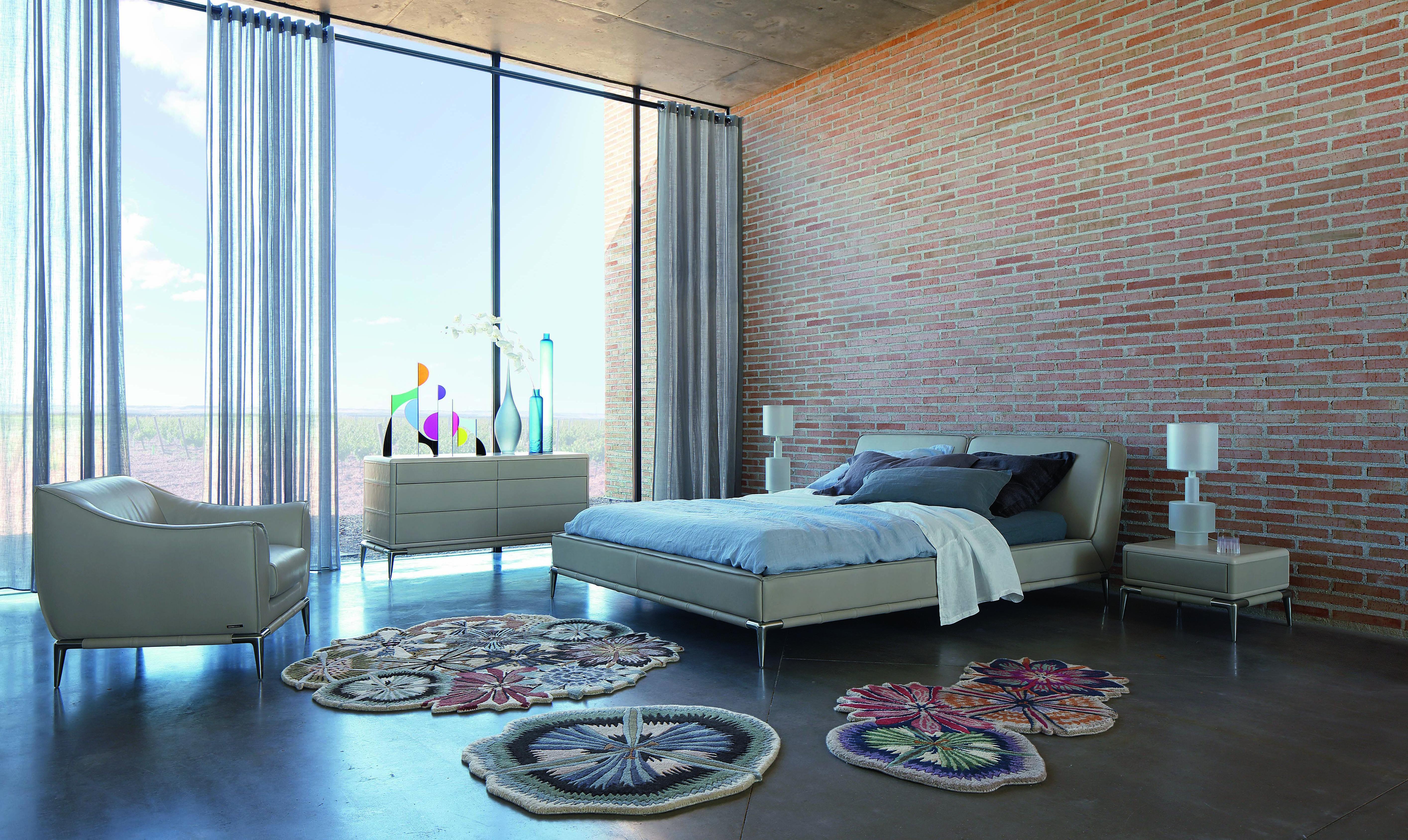 amazing roche bobois ellica leather bed design philippe. Black Bedroom Furniture Sets. Home Design Ideas