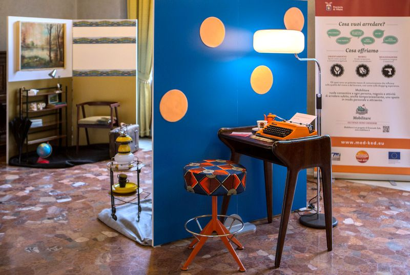 Vintage 50ies TV table and grat 70ies Lamp (Milano Design Week 2013) http://www.mobilitare.it/prodotti/scheda/75/radio-table=2