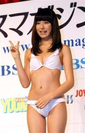 白水着姿の衛藤美彩さん