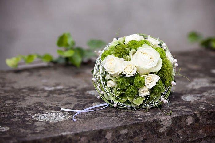 Brautstrauss Weiss Grun The Bouquets X Pinterest Wedding Flowers