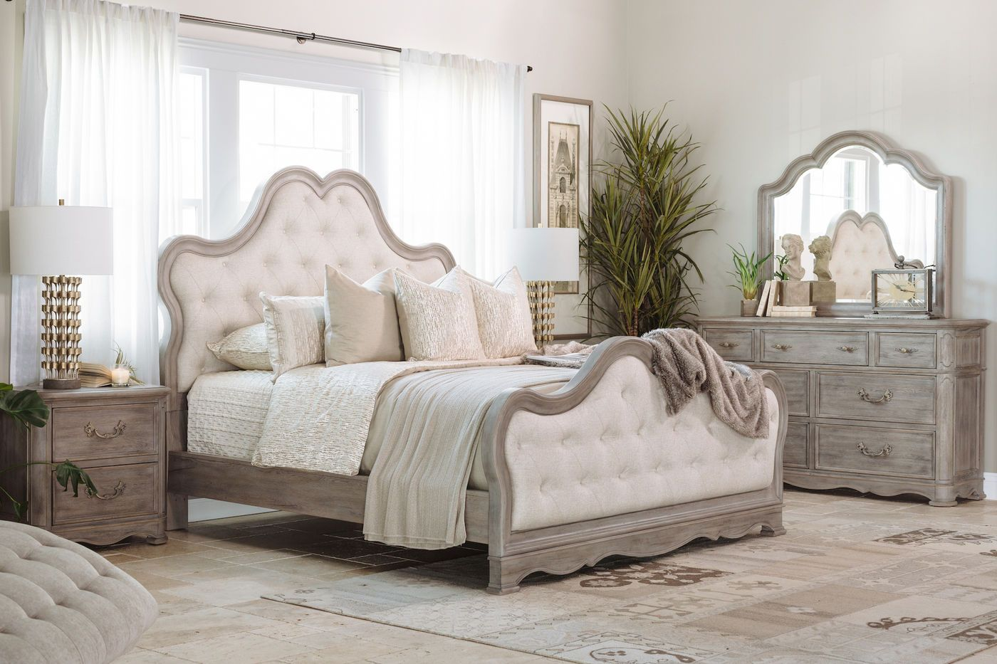 Pulaski Simply Charming Upholstered Bed Contemporary Bedroom Sets Contemporary Style Bedroom Contemporary Bedroom