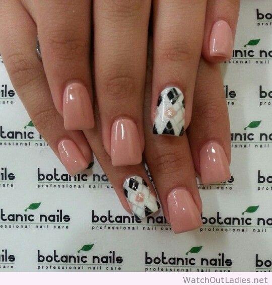Botanic nails nude, sweater print