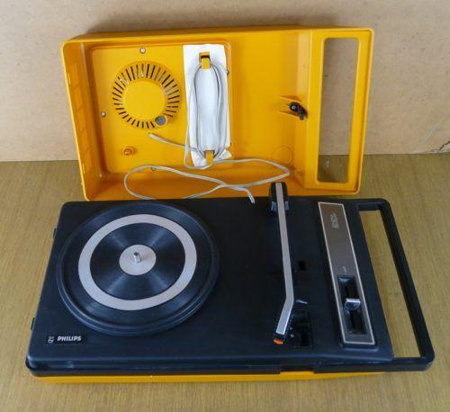 une platine tourne disque vintage