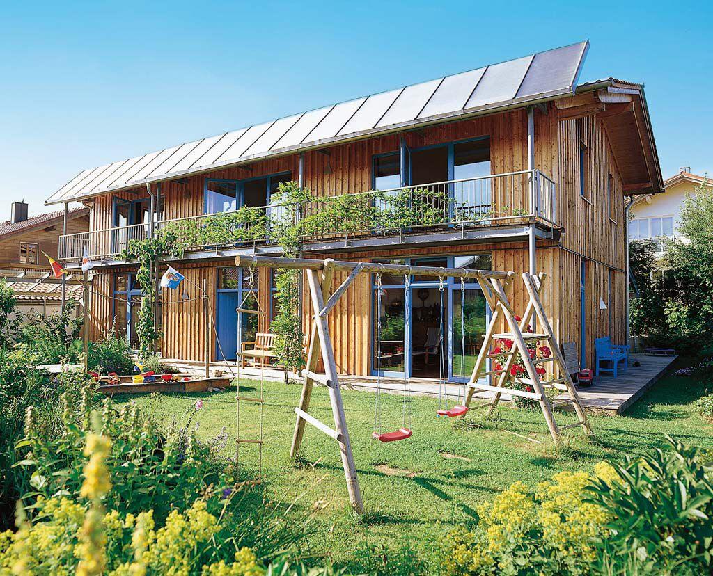 Holzhaus mit Balkon | Häuser Housing | Pinterest | Holzhäuschen ...