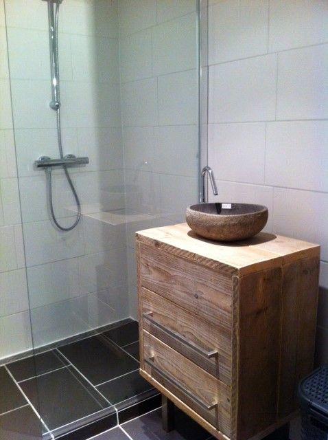 Badkamermeubel van steigerhout.