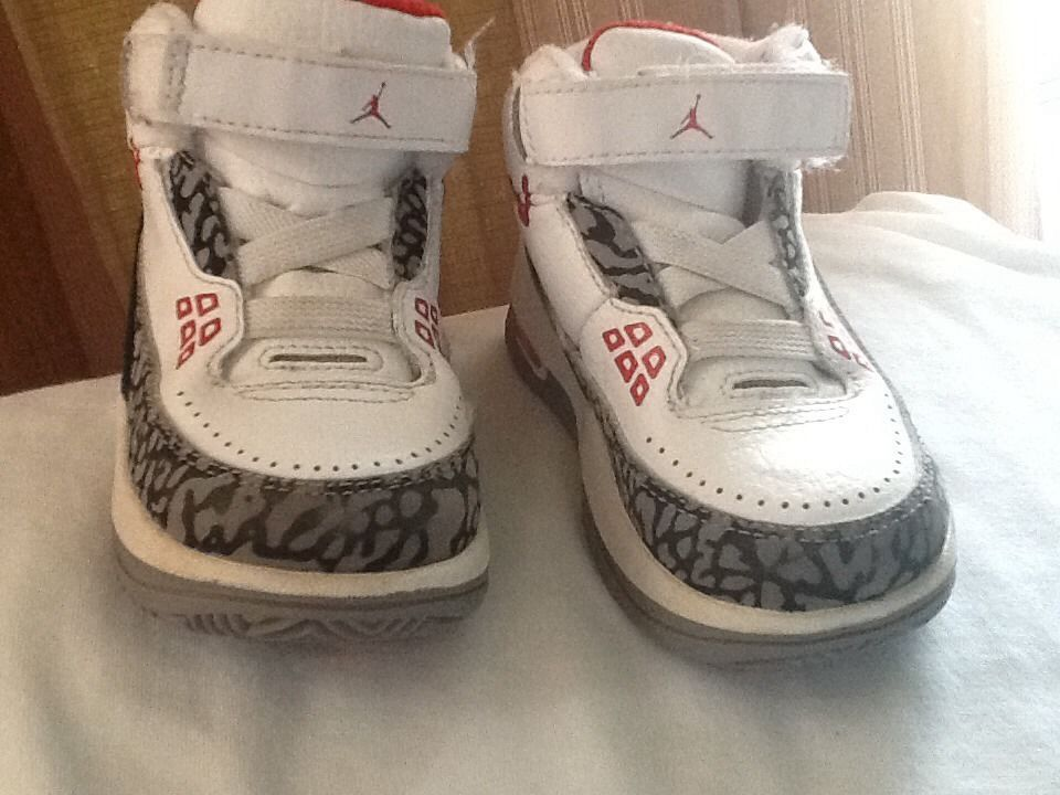 JORDAN  SNEAKERS  FOR BOYS SZ 6 Toddlers