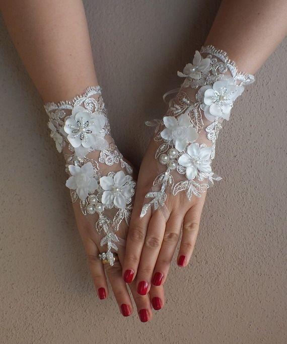 Ivoire de mariage Paire de gants, gants de dentelle ivoire, gants Paire de  mitaines, fleurs 3D f3622f880a2d
