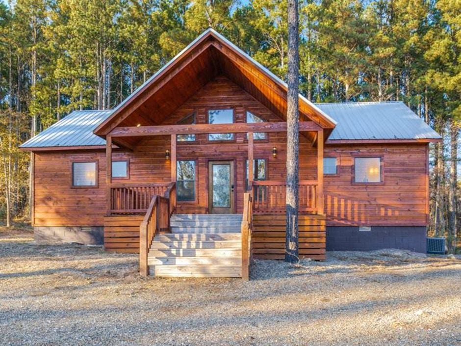 Broken Bow Vacation Cabins Heaven S Trail 2 Bedroom Accommodates Up To 6 Guests Pet Friendly Hot Tub In 2020 Fire Pit Seating Gas Fireplace Logs Hot Tub