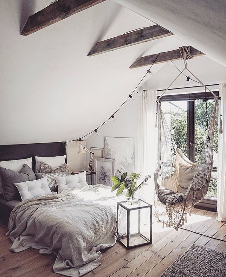 Note Natural Wood Floor And Beams Off White Walls And Ceiling Boho Bedroom Design Bedroom Design Bedroom Decor
