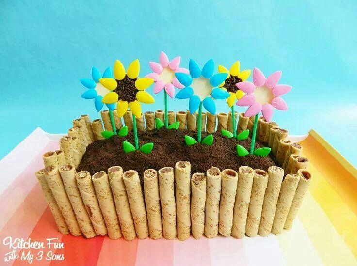 Blumenbeet Geburtstagstorte Mit Blumen Fruhlingskuchen Geburtstagstorte Fur Mama
