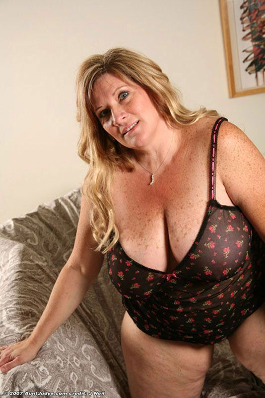 Hot Blonde Mature Pleaser
