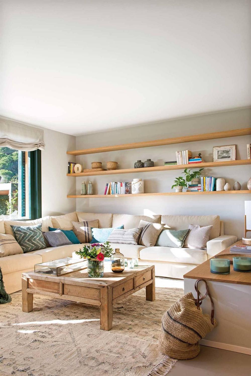Un Sofá Rinconero Y Una Alfombra Oriental Decoracion De Interiores Salones Decoración Living Pequeño Decoracion De Interiores Living