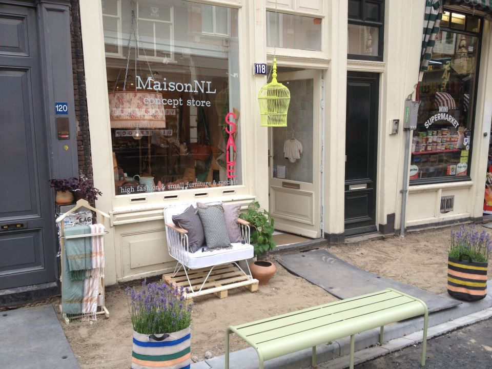 Small warehouse maison nl is having a beach in front of their store to celebrate summer