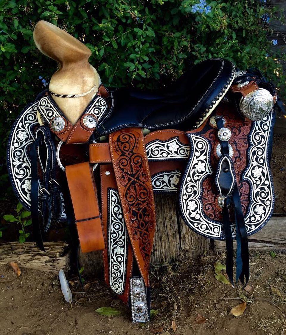El mejor regalo para la poca navide a una bella for Monturas para caballos