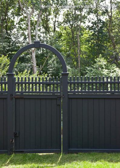 Dark Stain Benjamin Moore S Black Forest Traditional Landscape Fence Design Landscape Design
