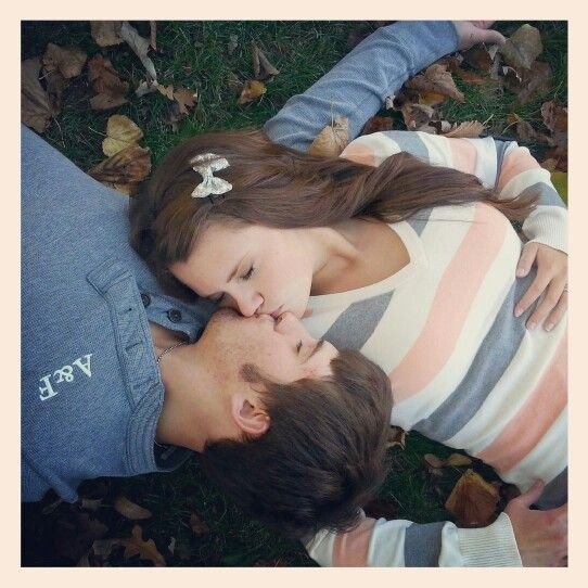 Fall Couples Picture Romantic Couple Poses Couple Engagement