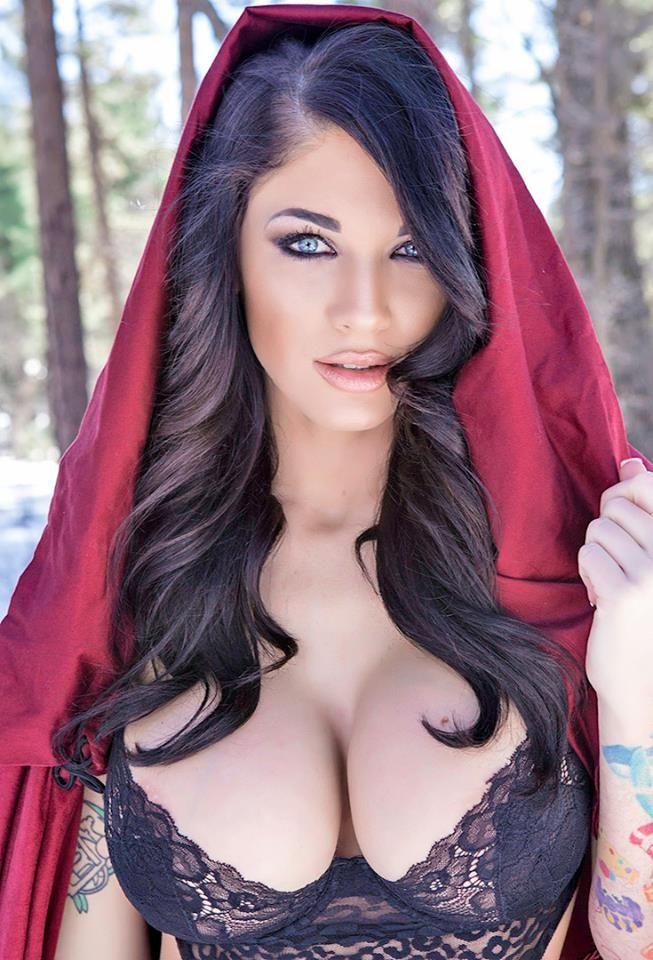 Kaunis alasti tummat tytöt