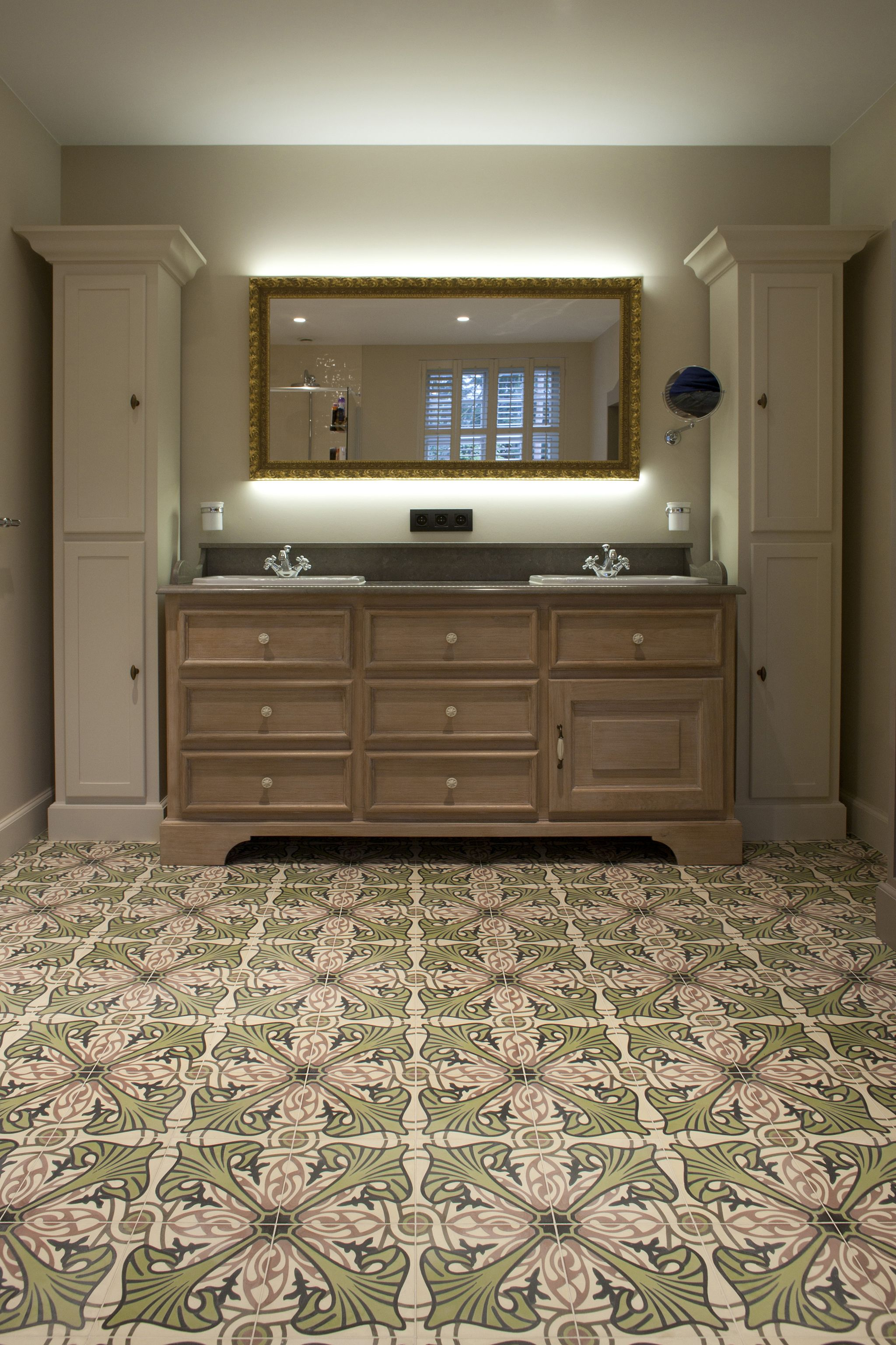 carreaux ciment majorelle vert anis carrelages du marais cdm se met au vert pinterest. Black Bedroom Furniture Sets. Home Design Ideas