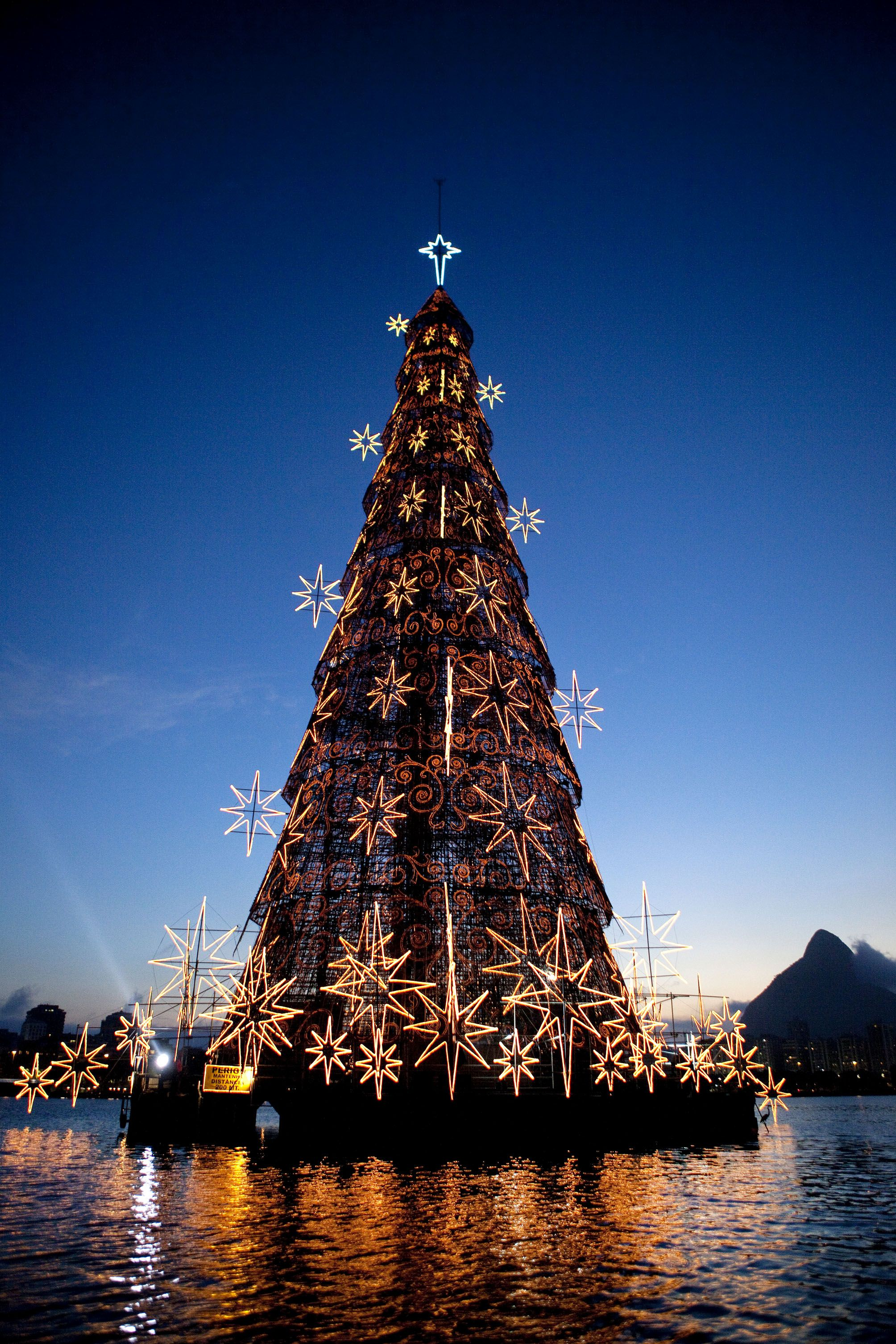 World's largest floating Christmas Tree, Rio de Janeiro ...