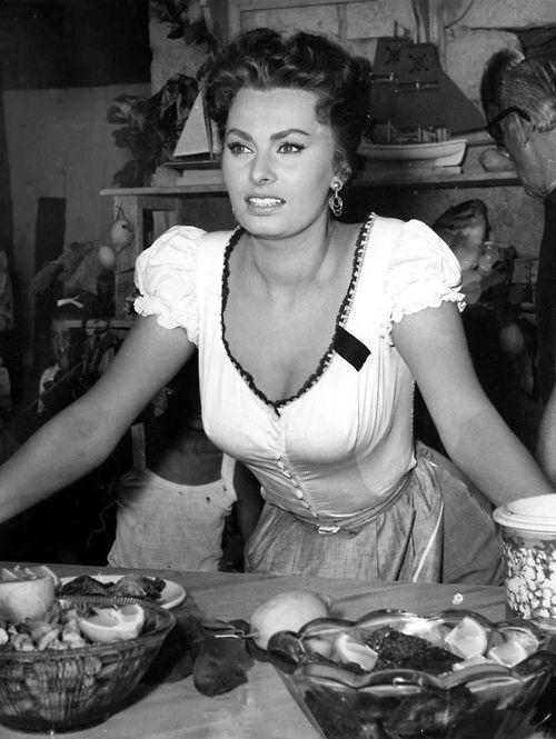 Sofia Loren In Cucina con Amore | Sophia Loren in 2019 | Sophia ...