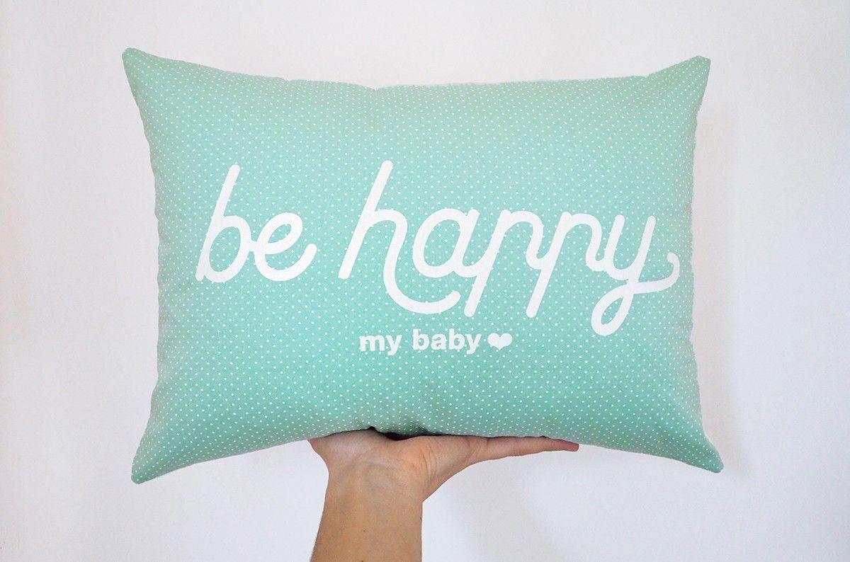 Coussin Be happy | Chambre bébé | Coussin tout doux, Coussin