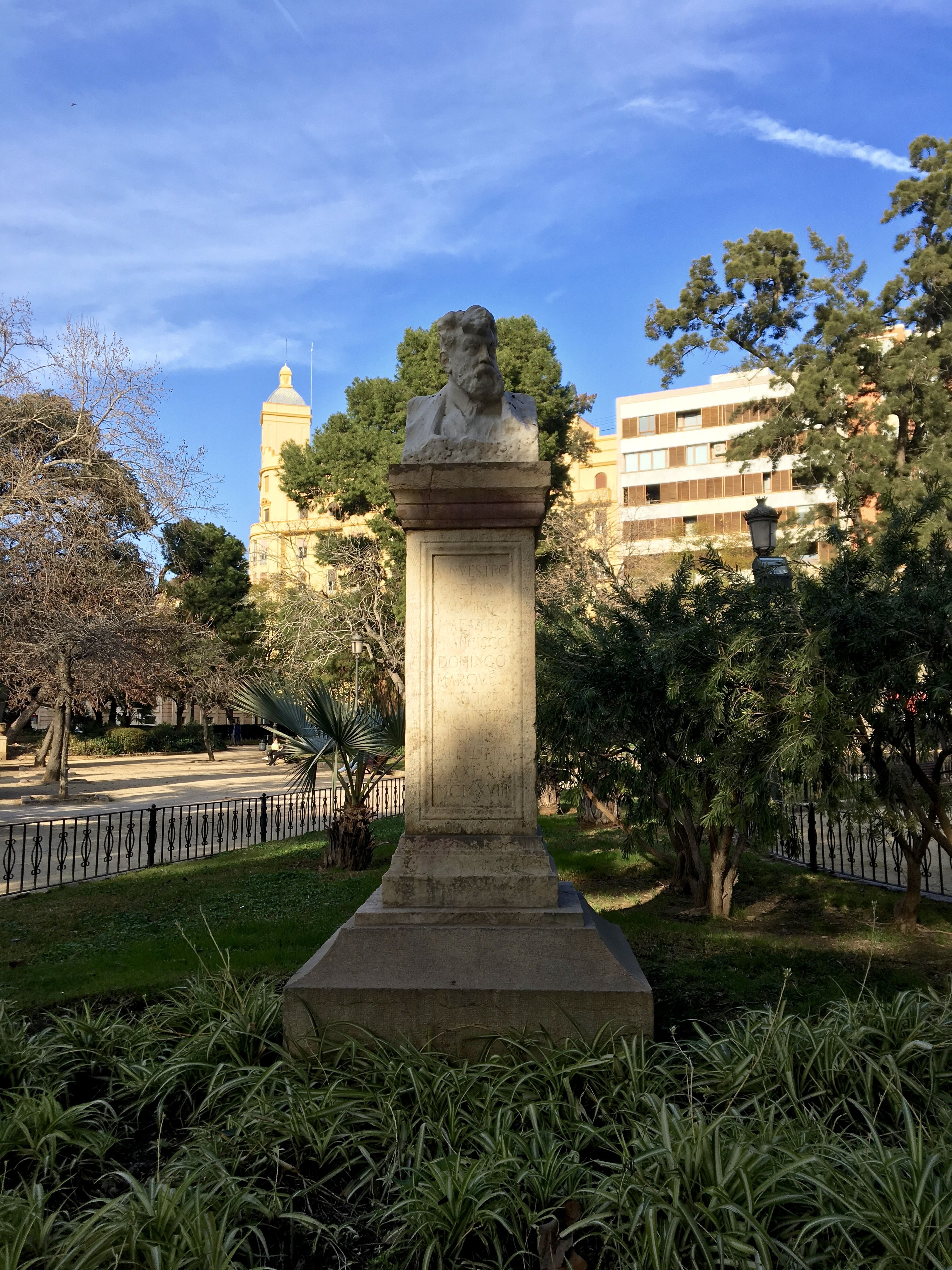 This is a bust of Francisco Domingo Marqués, located in Jardins de la Glorieta in Valencia. It was created by Mariano Benlliure to celebrate this famous painter. He is known for his paintings in the eclectic style.
