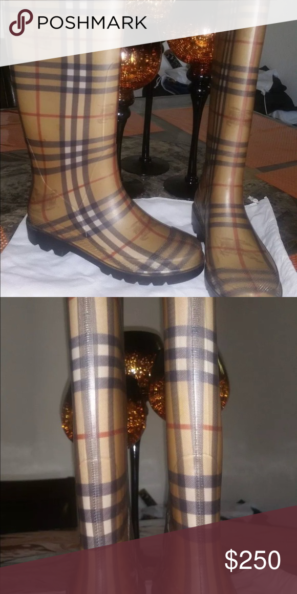 Burberry rain boots Good condition Burberry Shoes Winter & Rain Boots