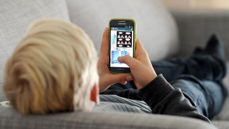 Ärzte warnen: Kurzsichtigkeit durch Smartphones   Handy
