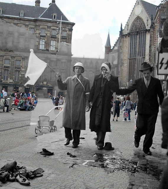 Dam Square shooting 1945 Amsterdam, then  now