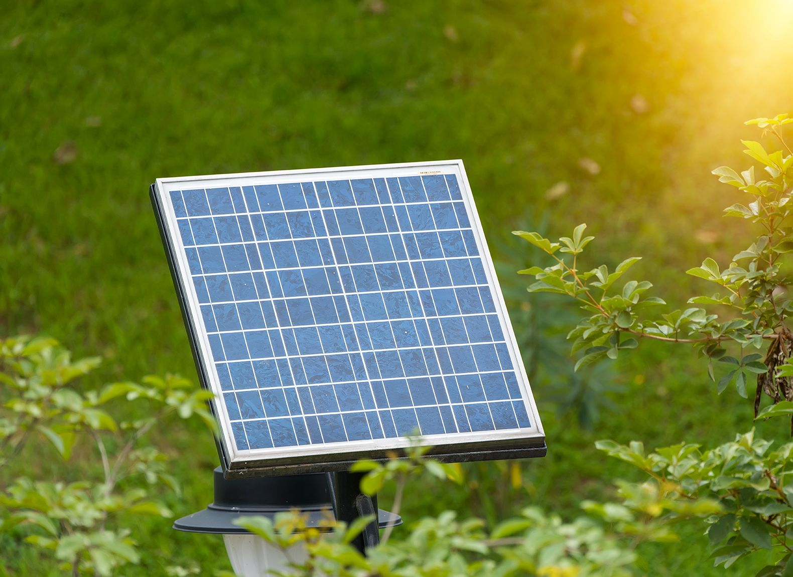 New Bifacial Solar Module Takes Advantage Of Direct And Reflected Sunlight Solar Power House Solar Panels Buy Solar Panels