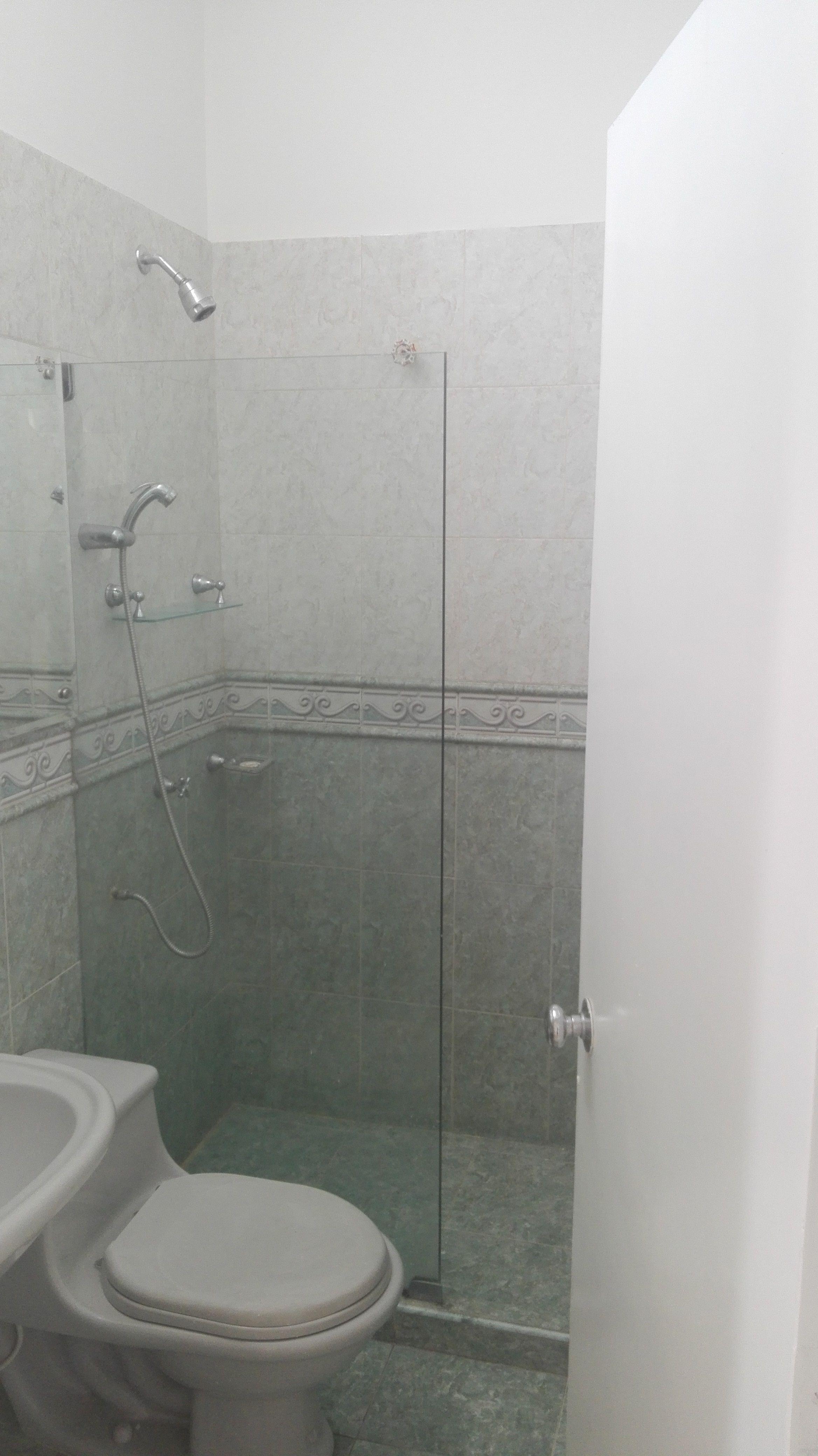 Baño compartido del segundo piso